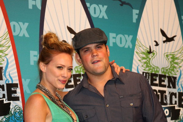 LOS ANGELES - AUGUST 8:  Hilary Duff & Fiance Mike Comrie in the Press Room  at the 2010 Teen Choice Awards at Gibson Ampitheater at Universal  on August 8, 2010 in Los Angeles, CA